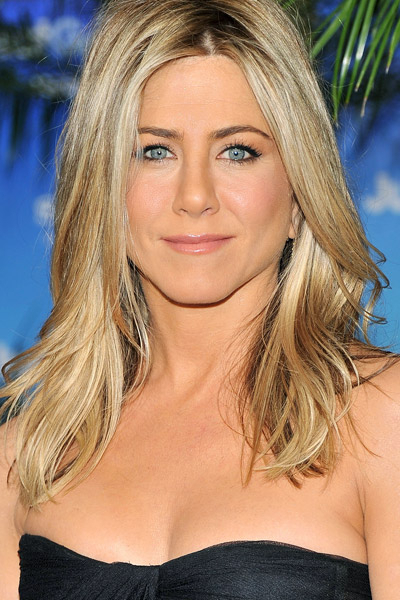 Jennifer-Aniston-medium-skin-blond-hair-108923724