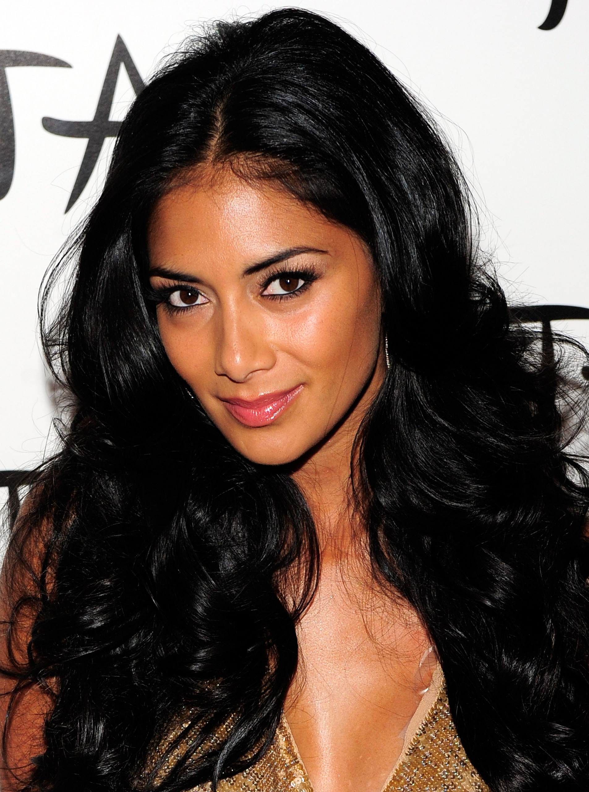 http://leadingladymakeup.files.wordpress.com/2013/04/nicole-scherzinger.jpg